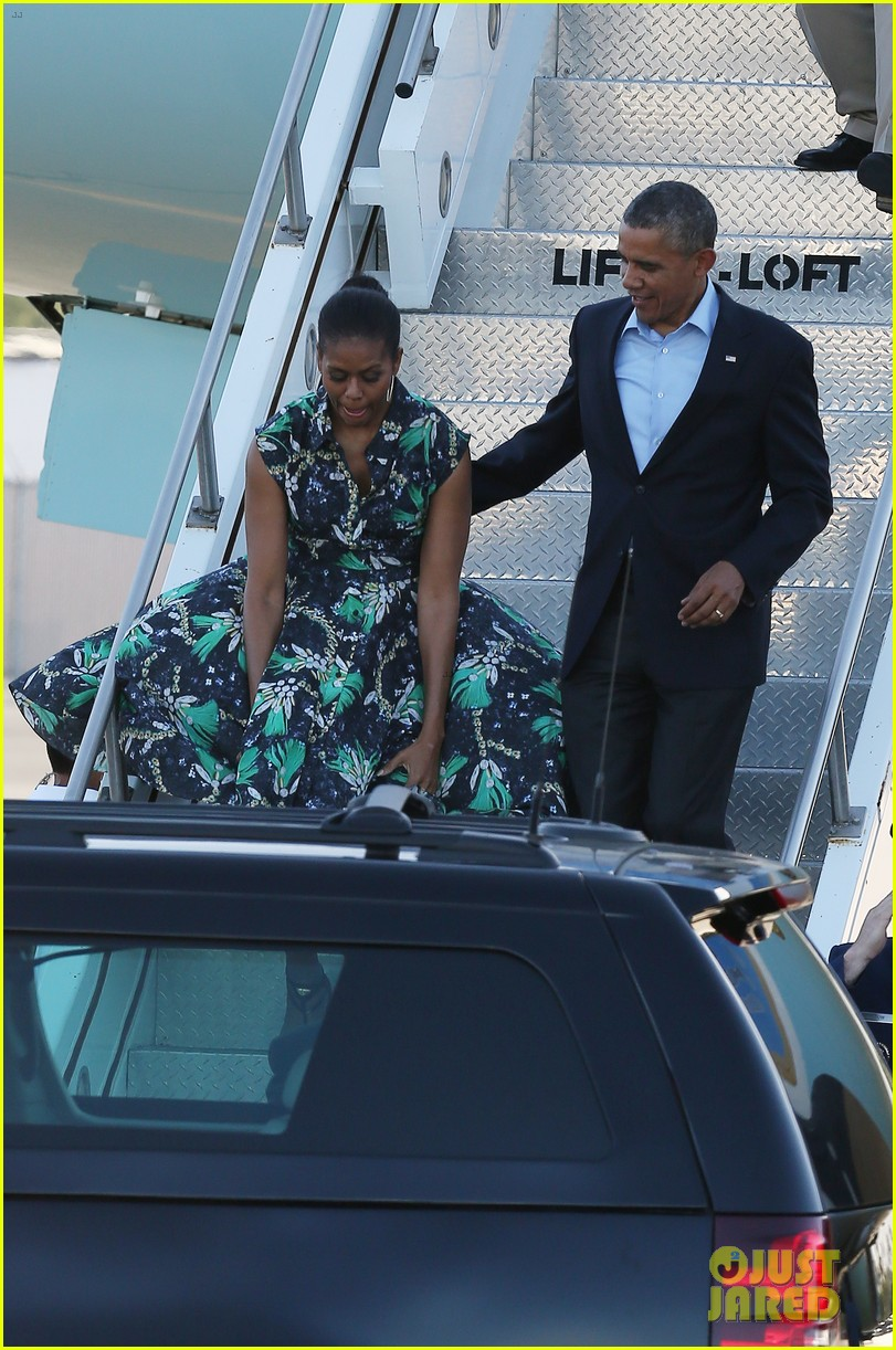 michelle obama almosts has wardrobe malfunction 02