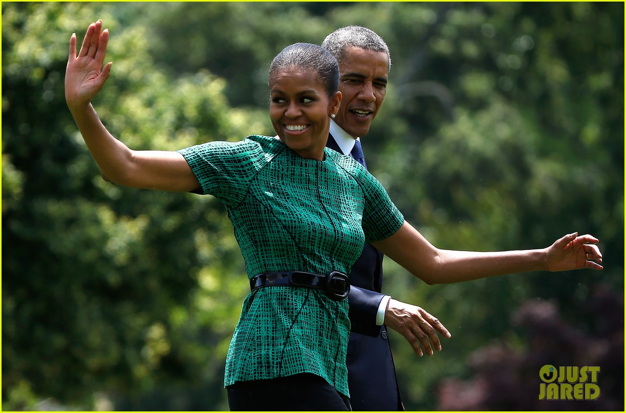 michelle obama almosts has wardrobe malfunction 043135240
