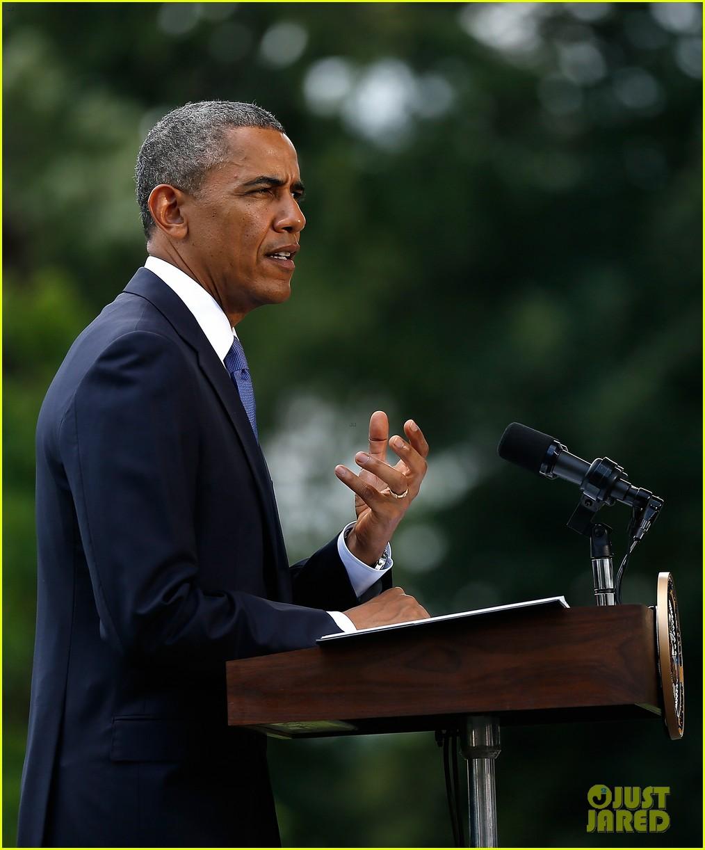 michelle obama almosts has wardrobe malfunction 133135249