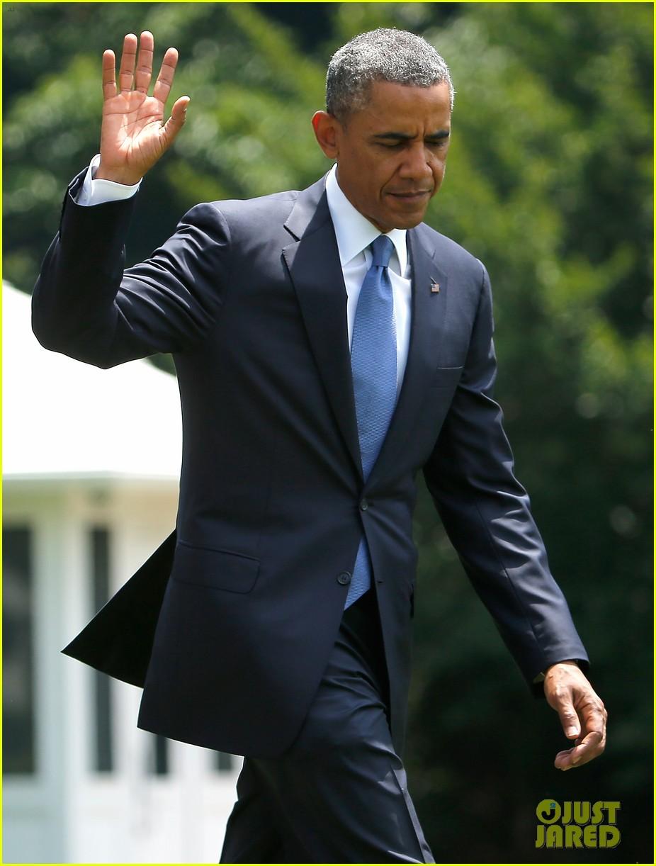 michelle obama almosts has wardrobe malfunction 153135251