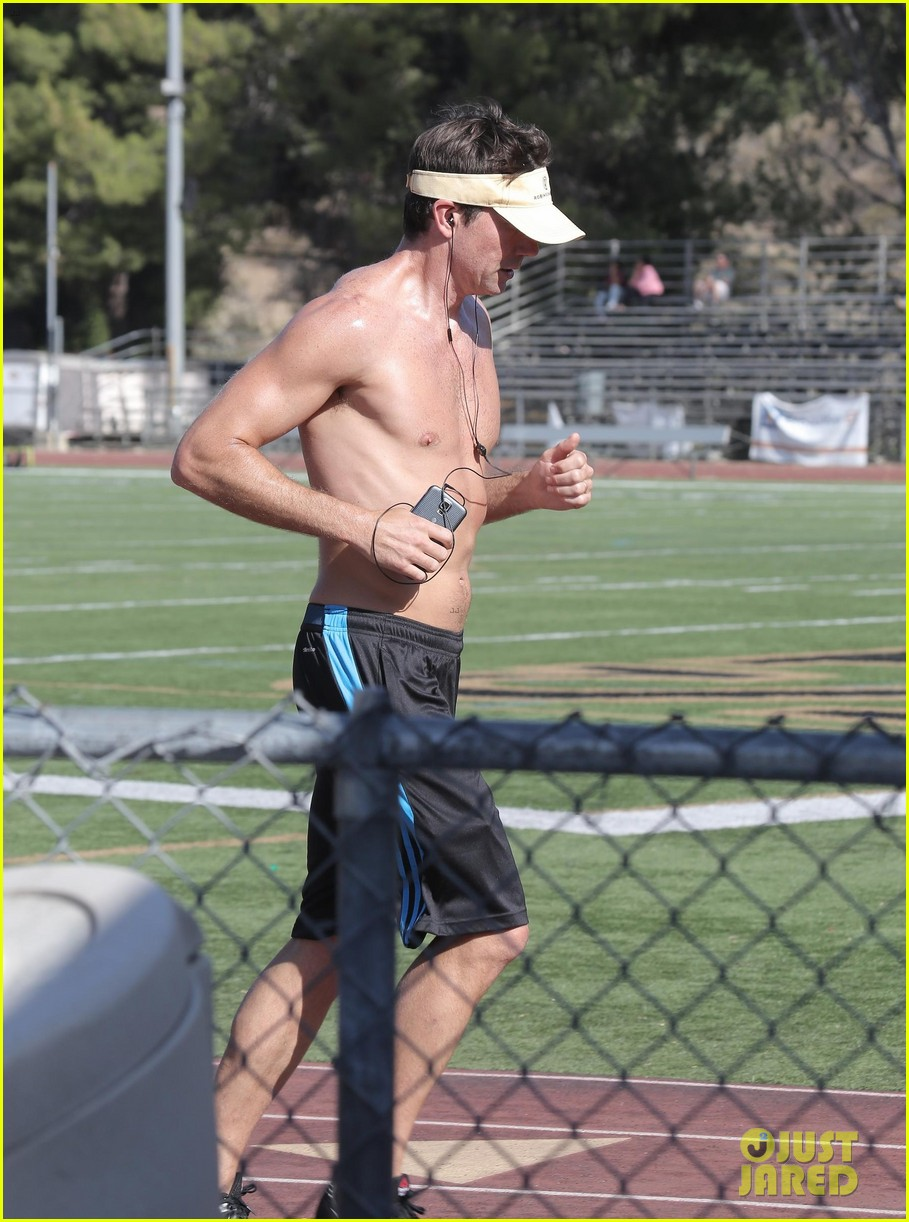 jerry oconnell shows off fit body while running shirtless 073144209