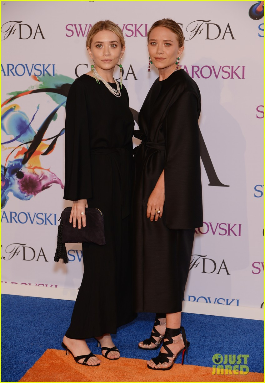 Mary Kate Ashley Olsen Win At Cfda Fashion Awards 2017