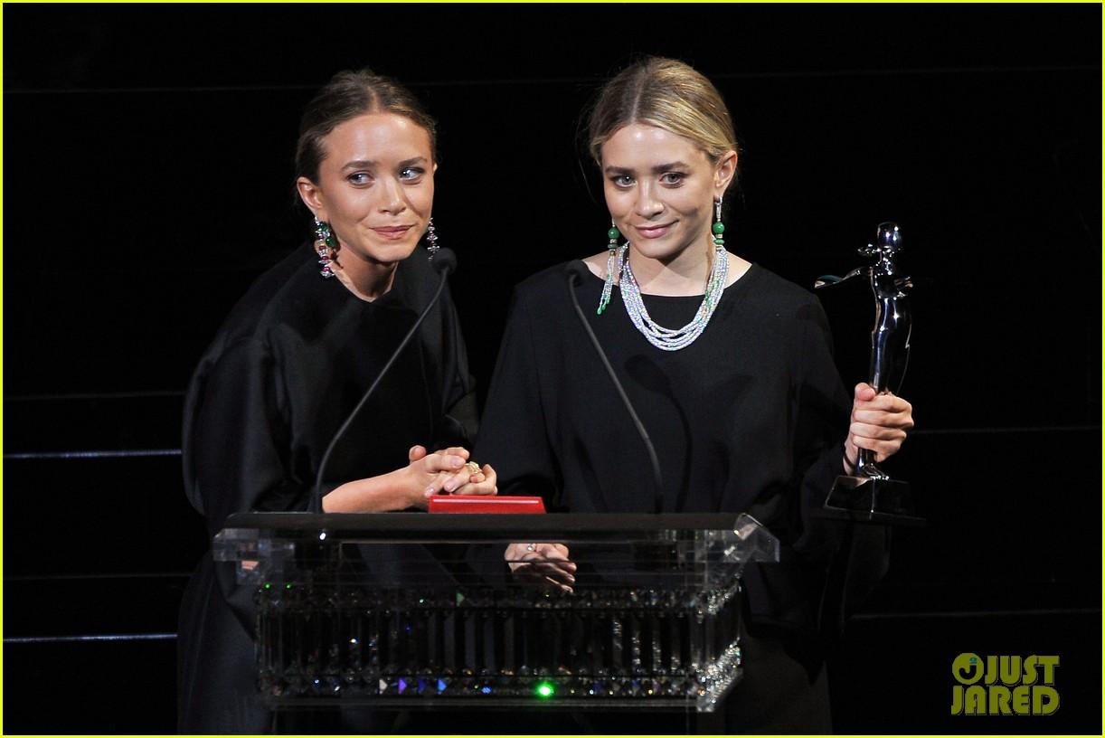 mary kate ashley olsen cfda fashion awards 023126901