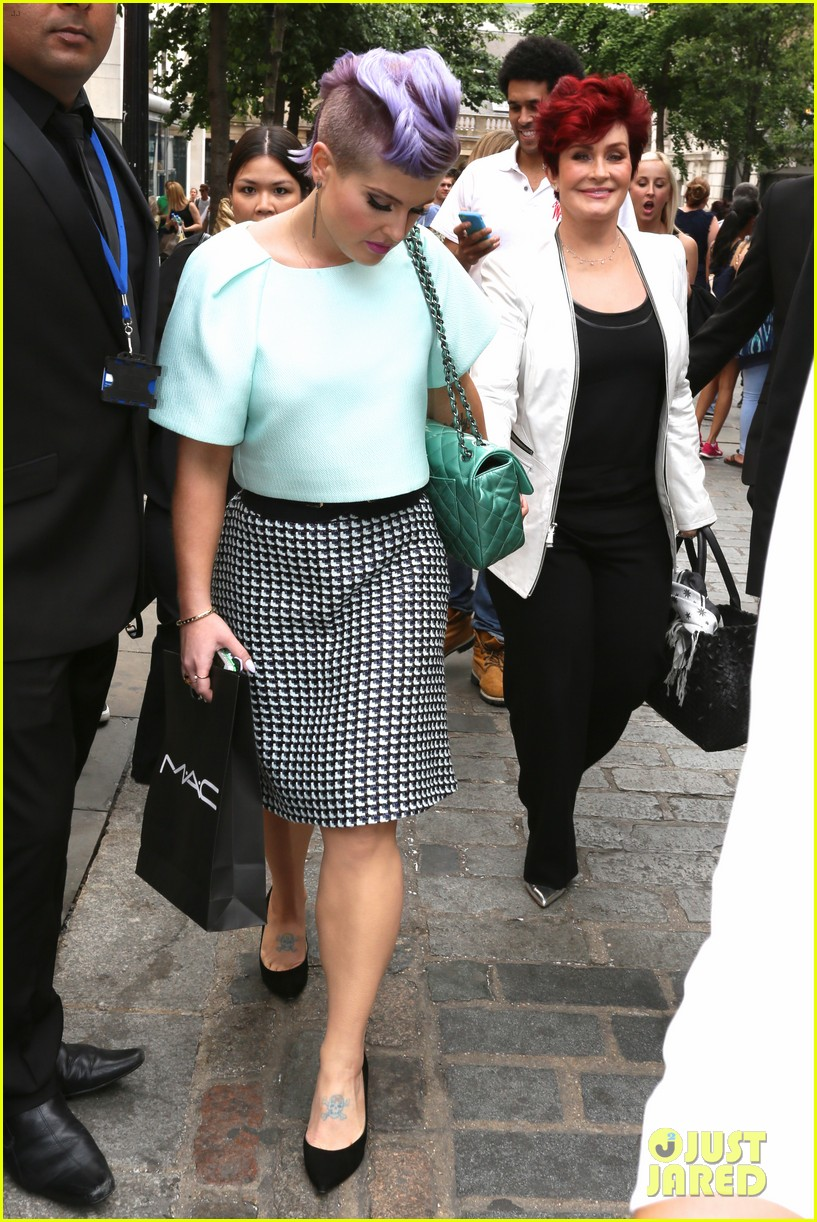 kelly osbourne launches her mac collection with mother sharon 073132364
