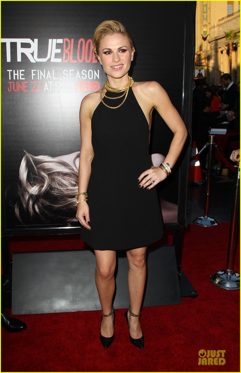 anna paquin gives stephen moyer look of love at true blood premiere 013137754