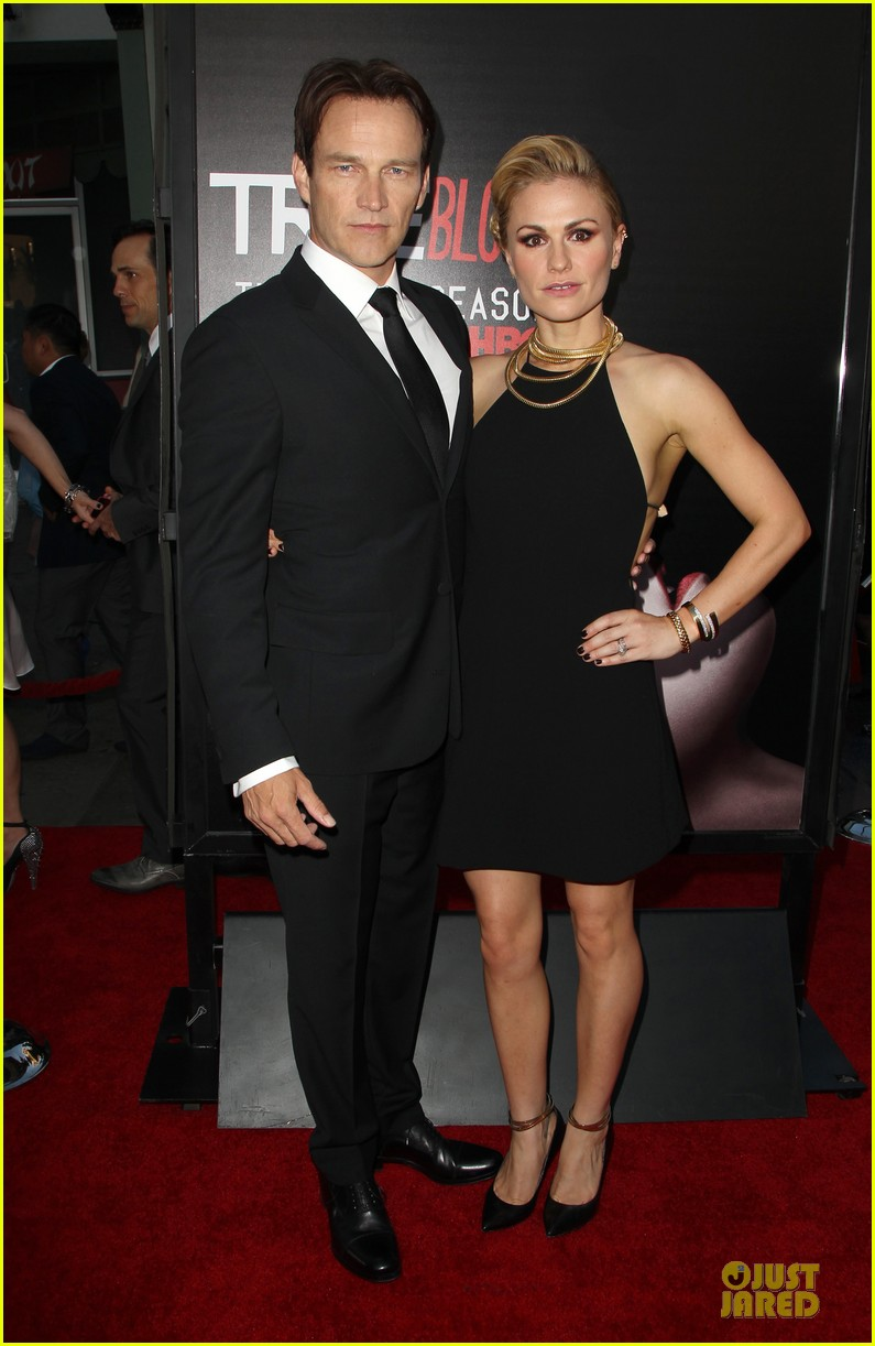 anna paquin gives stephen moyer look of love at true blood premiere 133137766