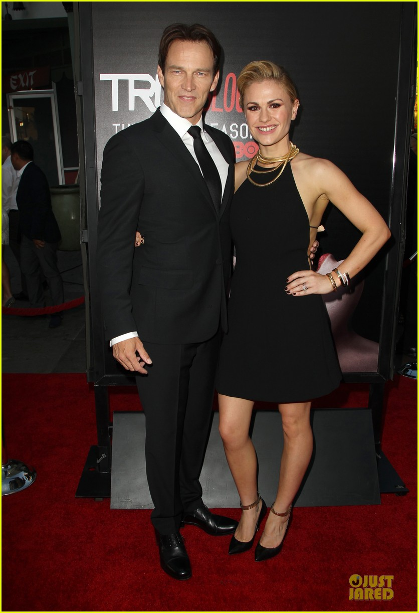 anna paquin gives stephen moyer look of love at true blood premiere 143137767