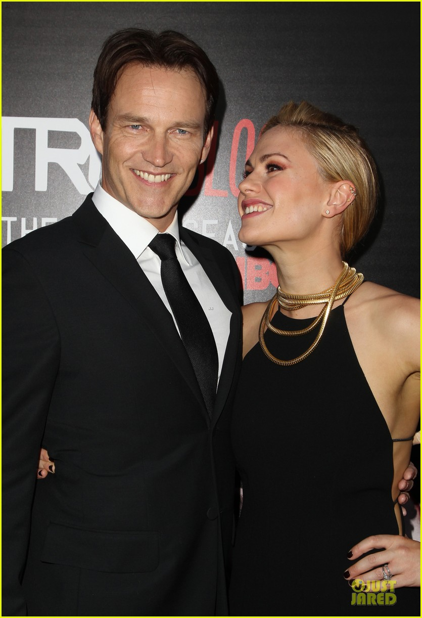 anna paquin gives stephen moyer look of love at true blood premiere 153137768