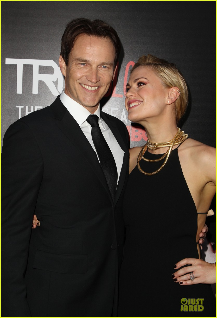 anna paquin gives stephen moyer look of love at true blood premiere 163137769