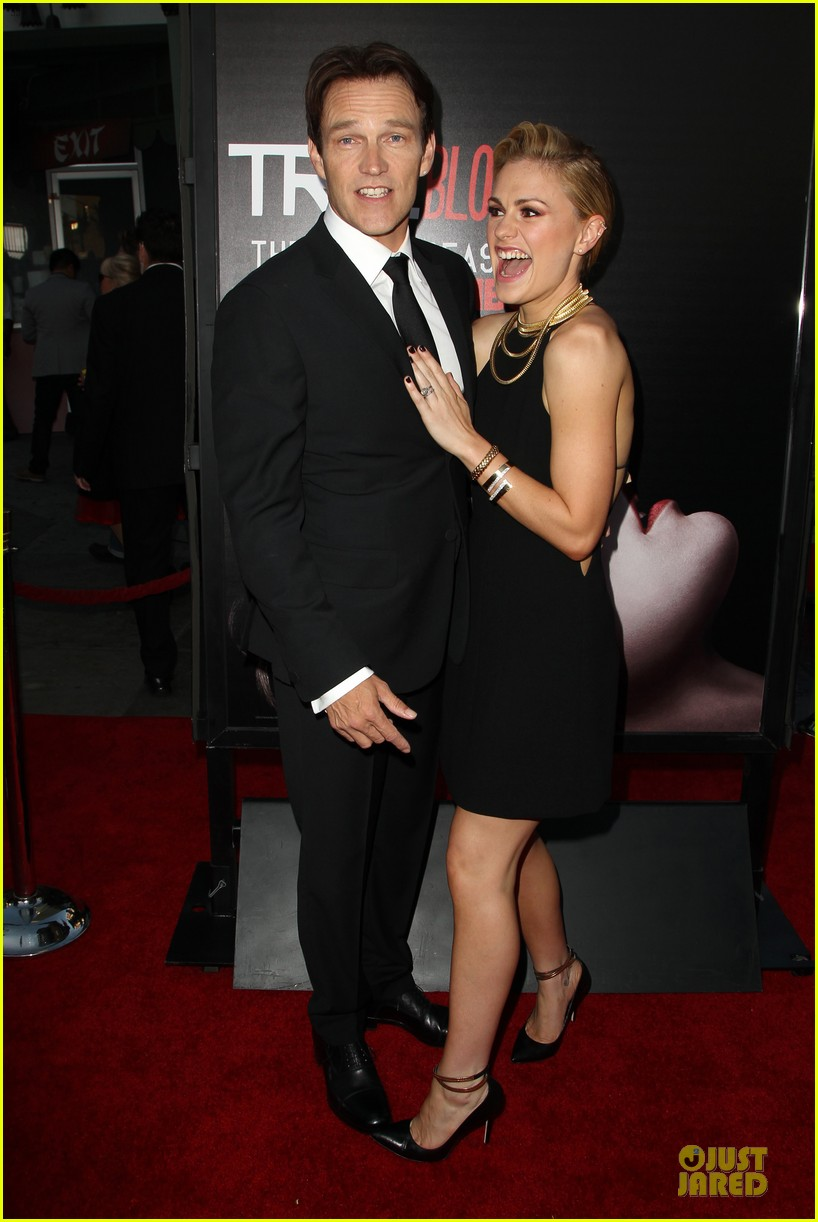 anna paquin gives stephen moyer look of love at true blood premiere 173137770