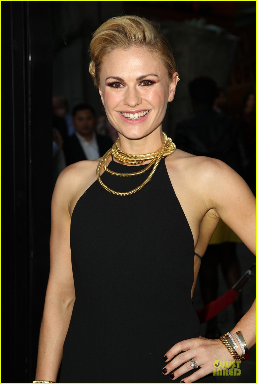 anna paquin gives stephen moyer look of love at true blood premiere 213137774