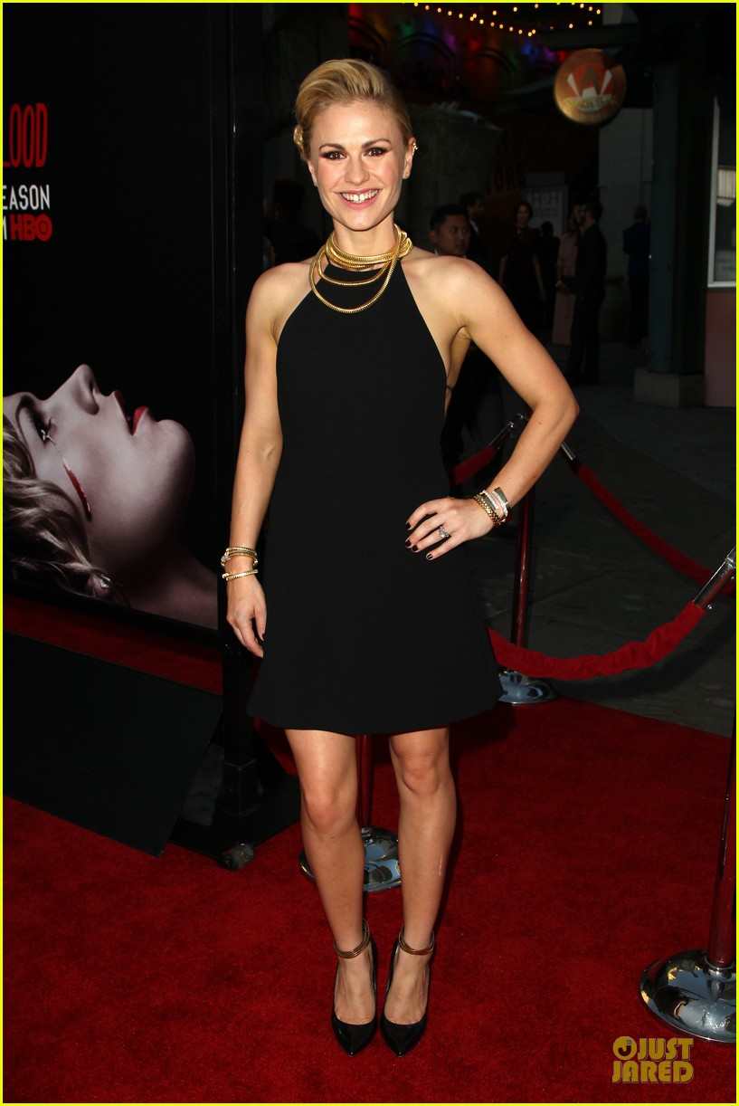 anna paquin gives stephen moyer look of love at true blood premiere 223137775