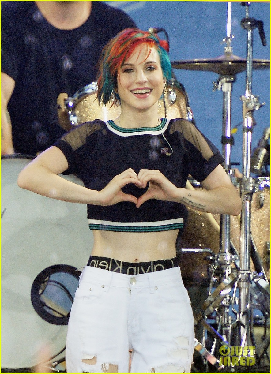 paramore get drenched during gma concert 063134694