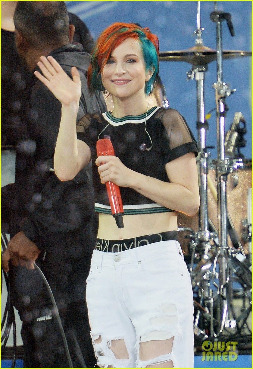 paramore get drenched during gma concert 073134695