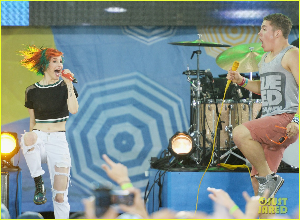 paramore get drenched during gma concert 14