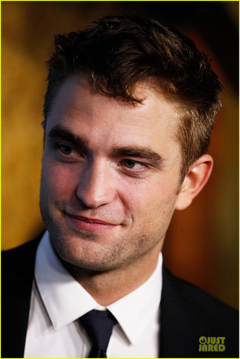 robert pattinson dapper rover sydney premiere 043130290