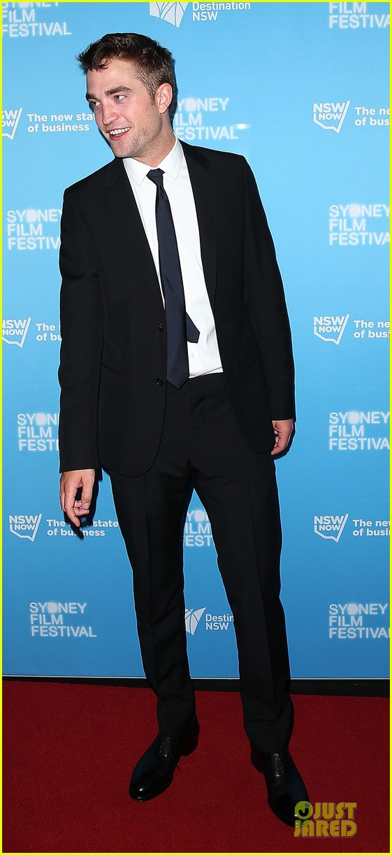 robert pattinson dapper rover sydney premiere 053130291