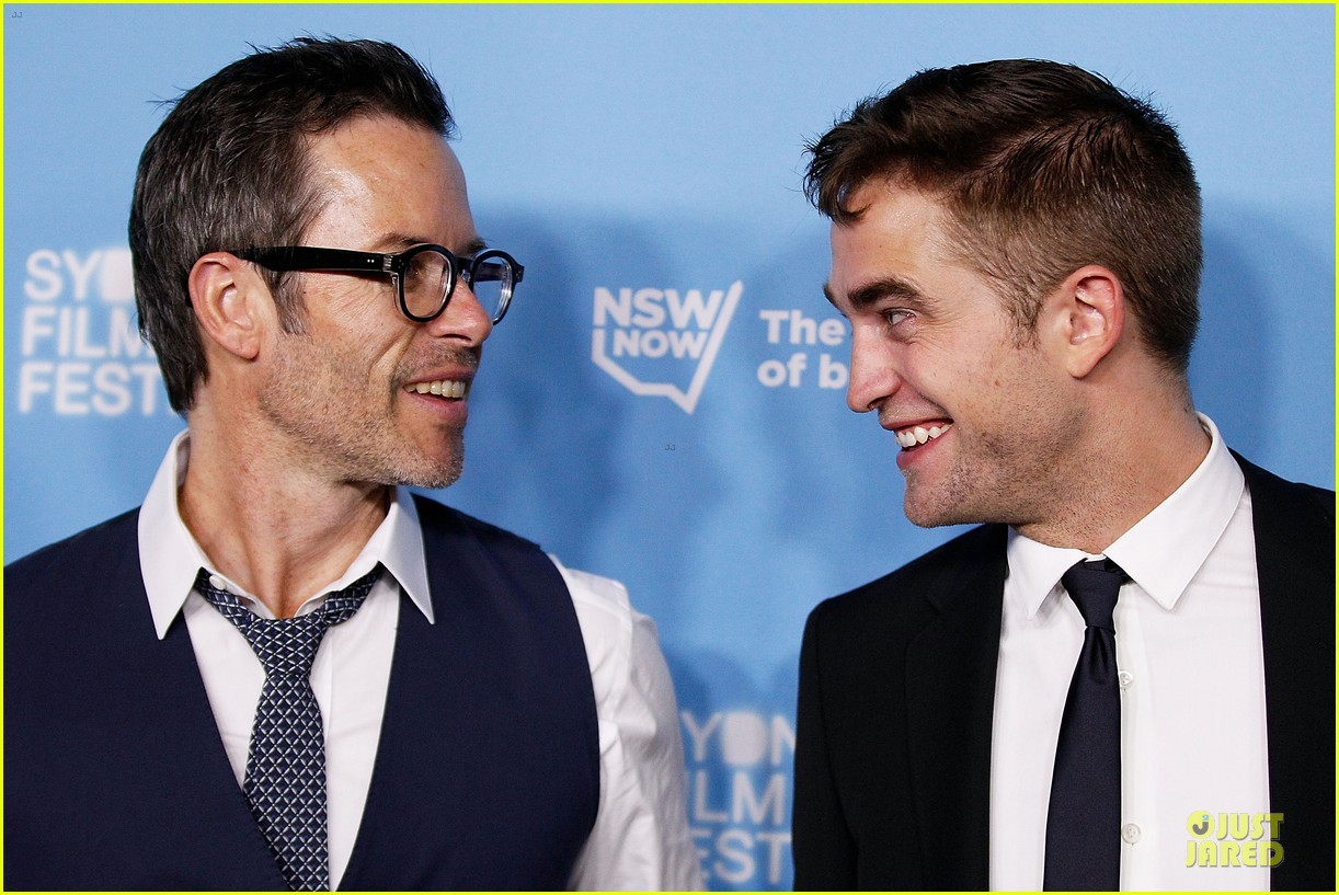 robert pattinson dapper rover sydney premiere 093130295