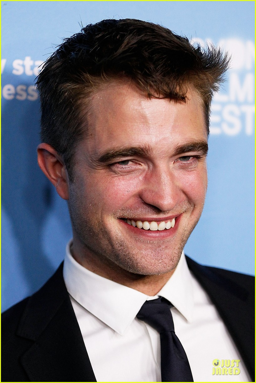 robert pattinson dapper rover sydney premiere 103130296