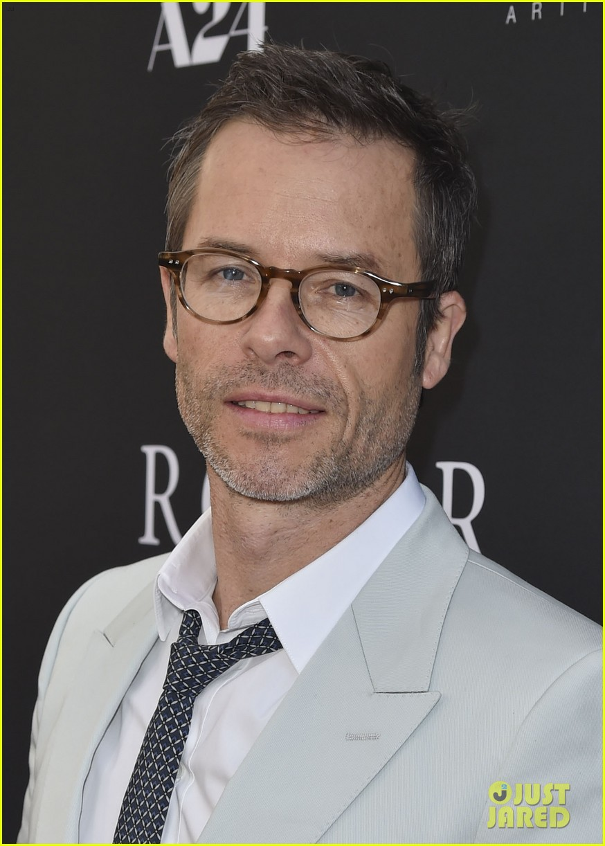 robert pattinson guy pearce rover hollywood premiere 123134364