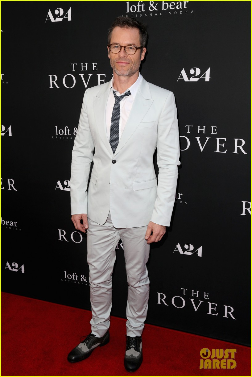 robert pattinson guy pearce rover hollywood premiere 213134373