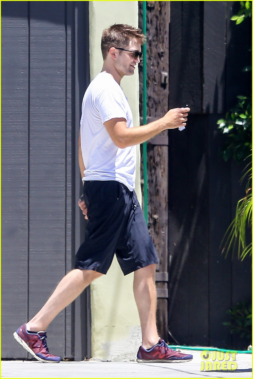 robert pattinson level headed normal 093128245
