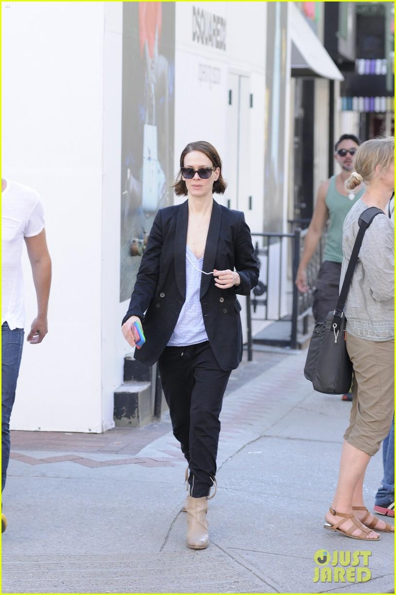 sarah paulson beau stroll around new york 093127386