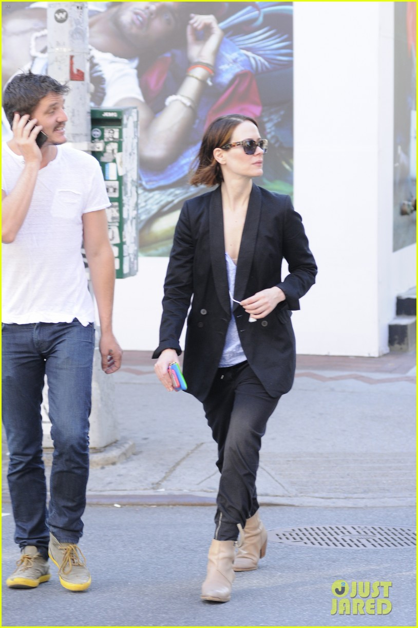 sarah paulson beau stroll around new york 133127390