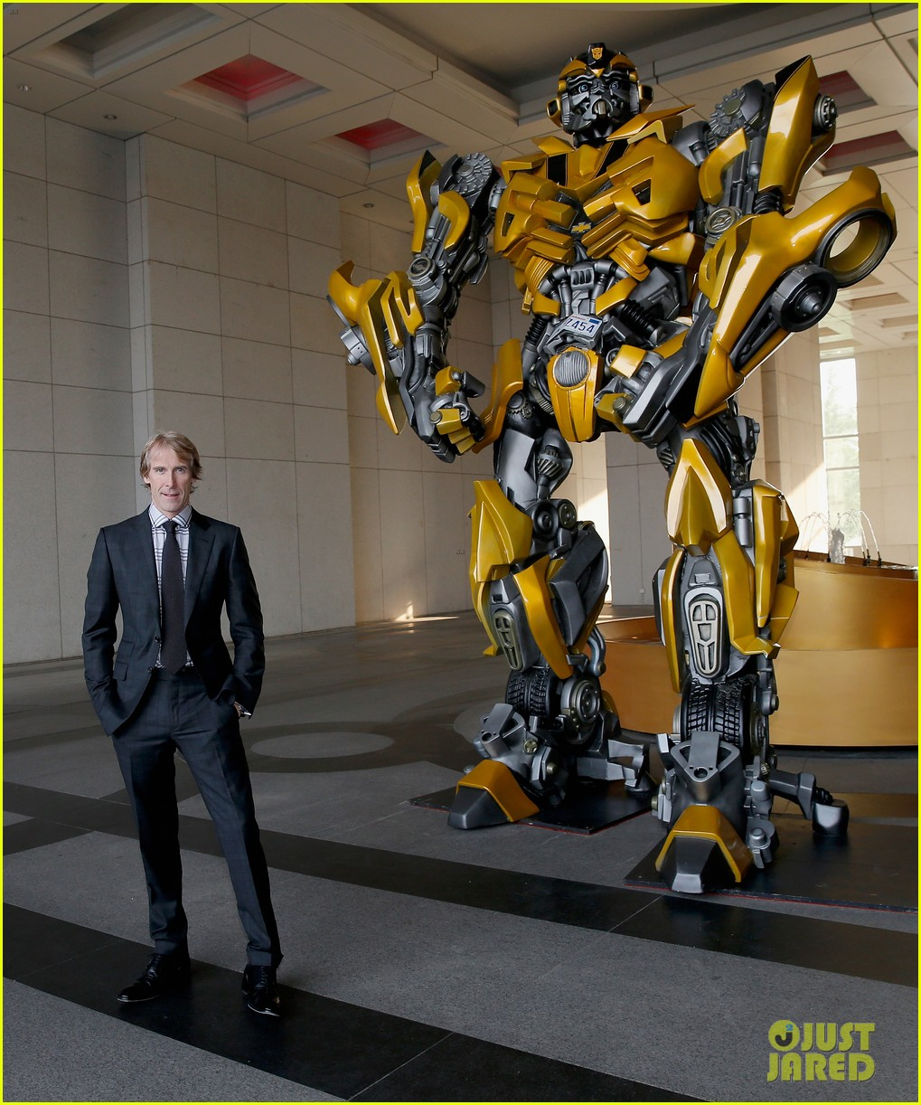 nicola peltz jack reynor transformers beijing premiere 06