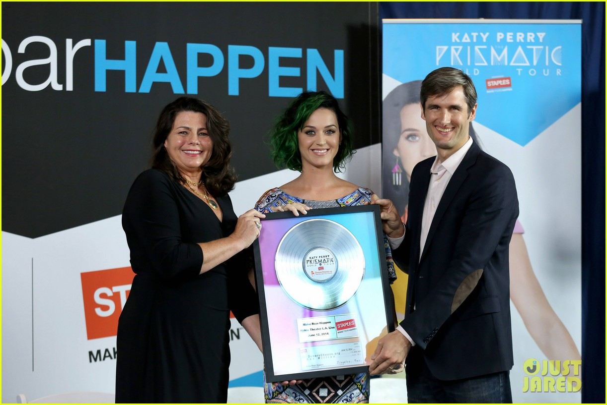 katy perry will educate her way around the world on tour 053134422
