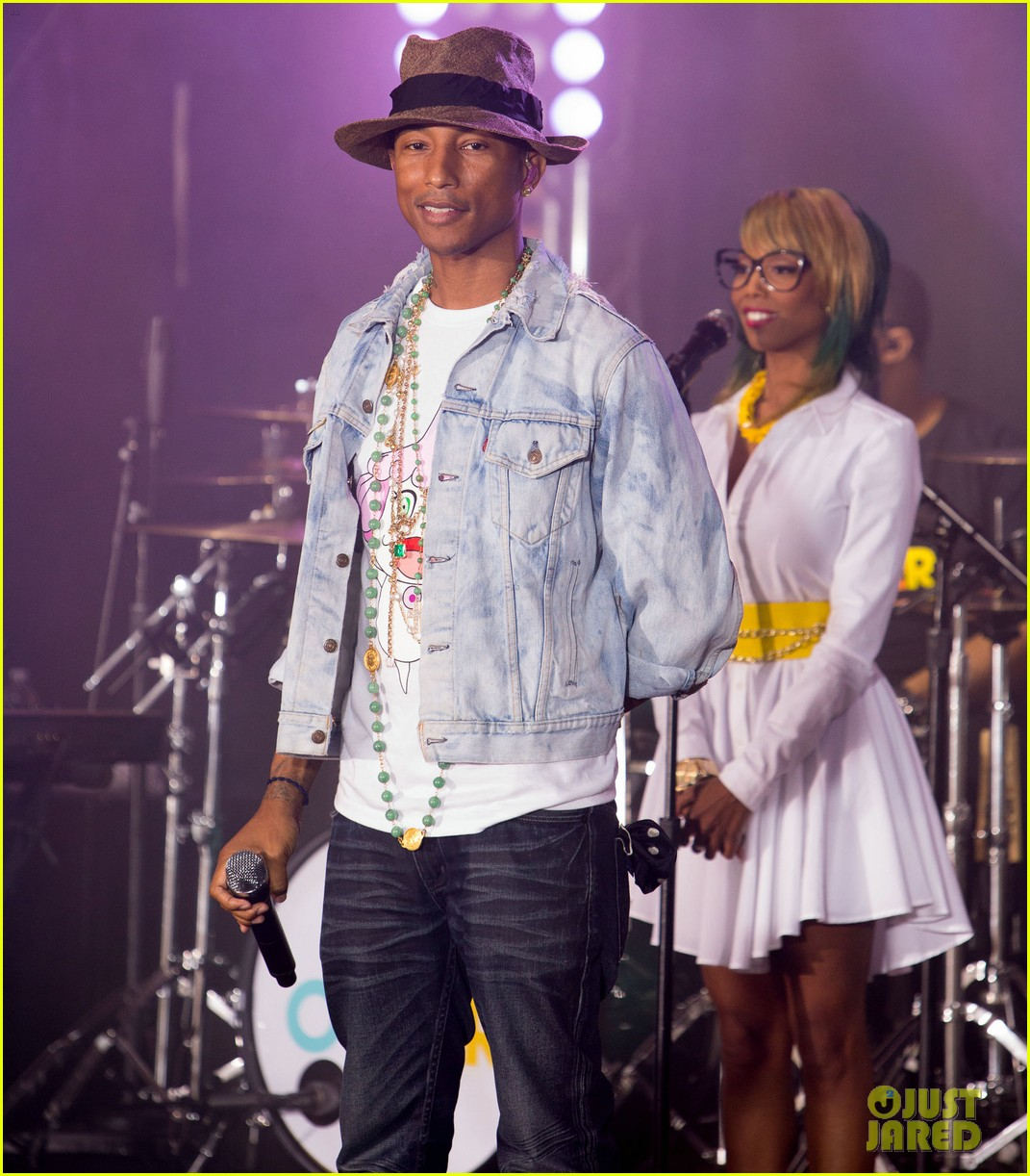 pharrell performs happy come get it bae on today show 033128825