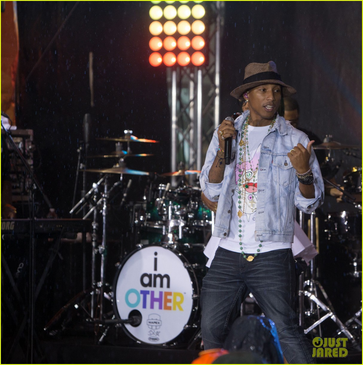 pharrell performs happy come get it bae on today show 093128831