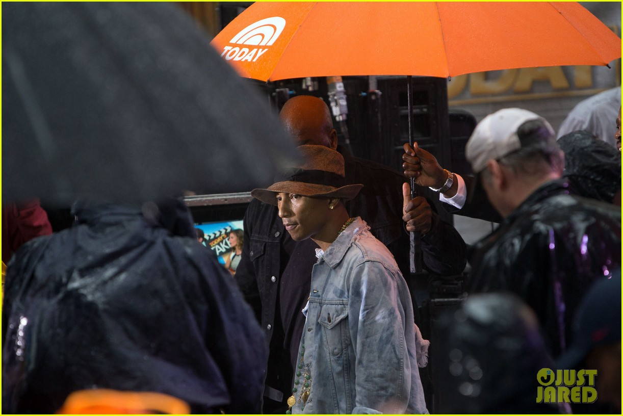 pharrell performs happy come get it bae on today show 123128834