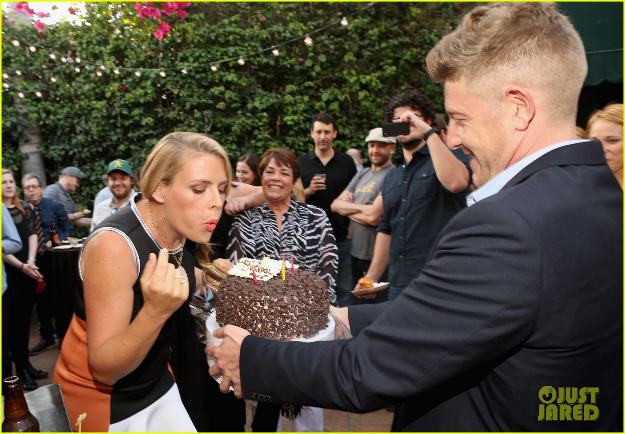 busy philipps celebrates her birthday at jason nash is married premiere 023143800
