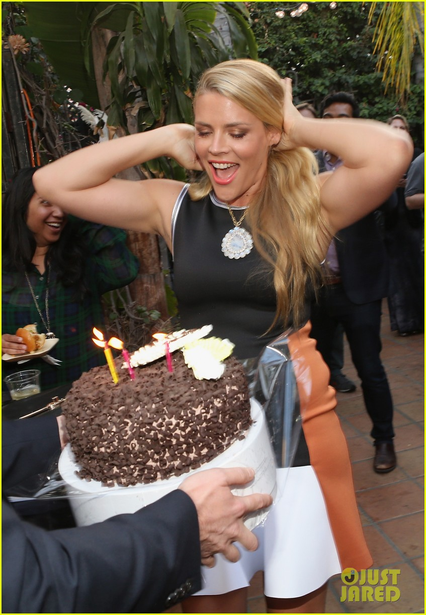 busy philipps celebrates her birthday at jason nash is married premiere 083143806