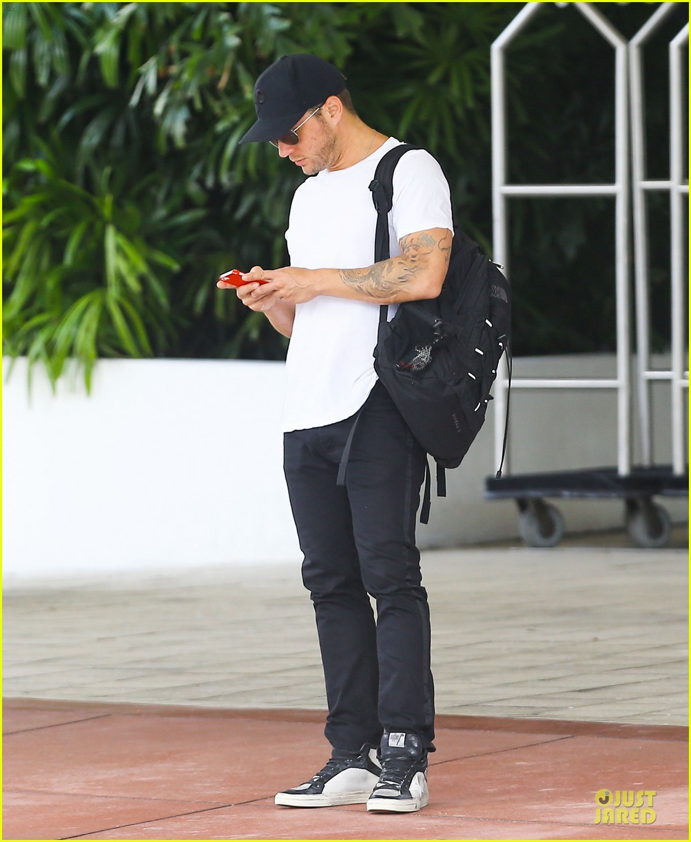 ryan phillippe paulina slagter heat up miami by kissing 033133512