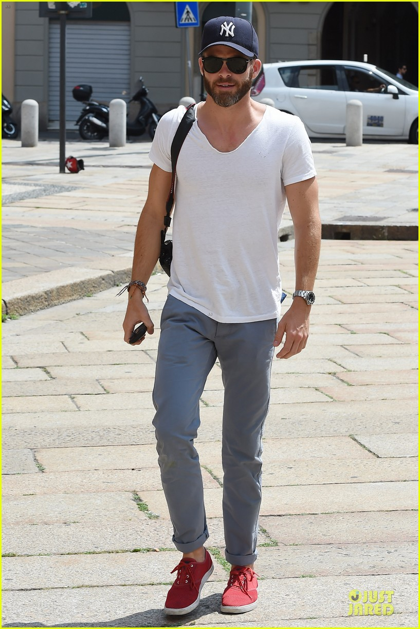 chris pine capture moments in italy 013142799