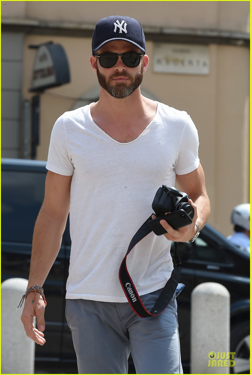 chris pine capture moments in italy 113142809