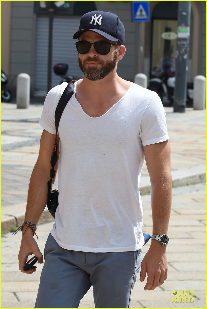 chris pine capture moments in italy 153142813