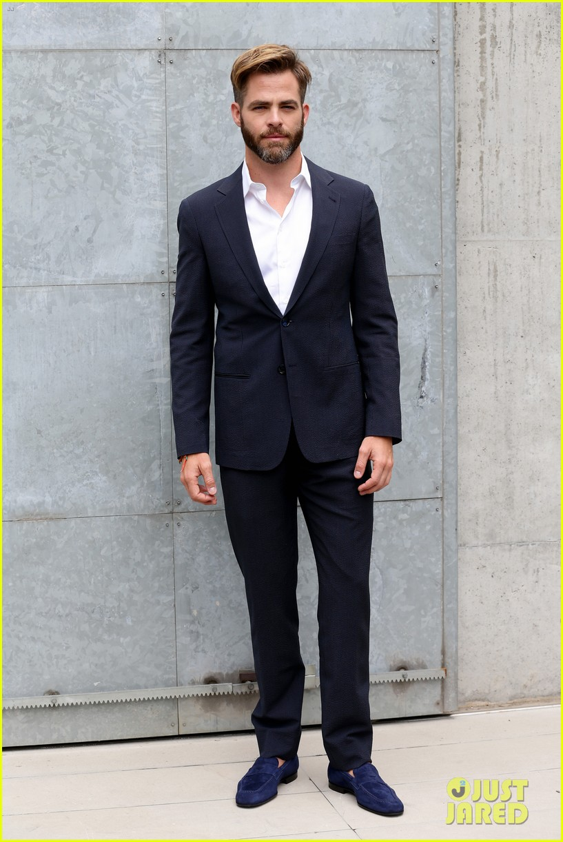 chris pine jets to milan for giorgio armani menswear fashion show 013142255
