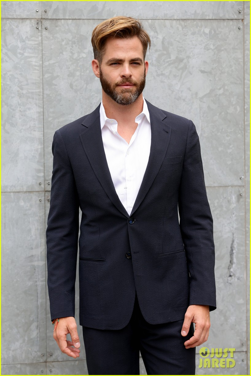chris pine jets to milan for giorgio armani menswear fashion show 10