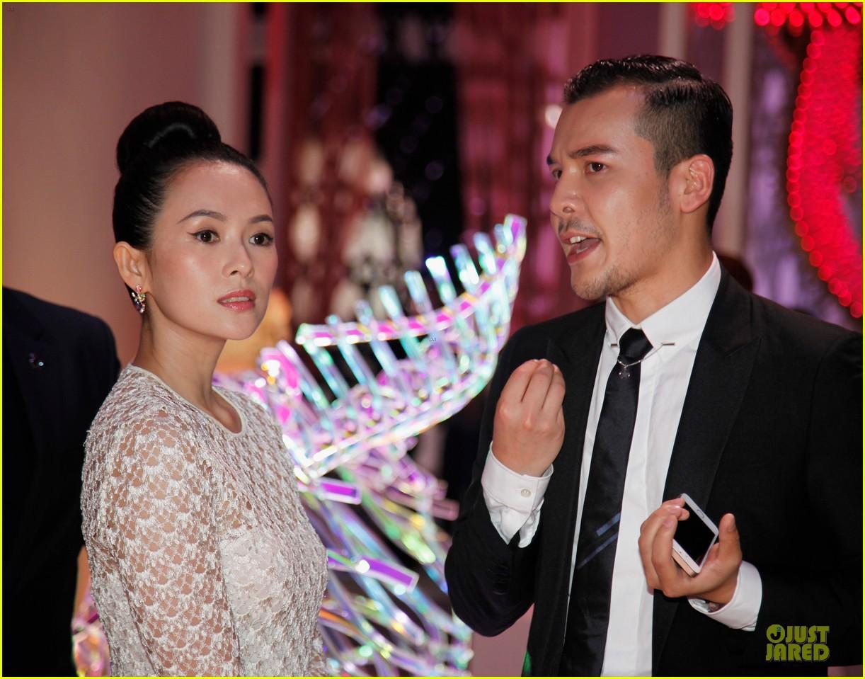 natalie portman ziyi zhang miss dior exhibition 093139021