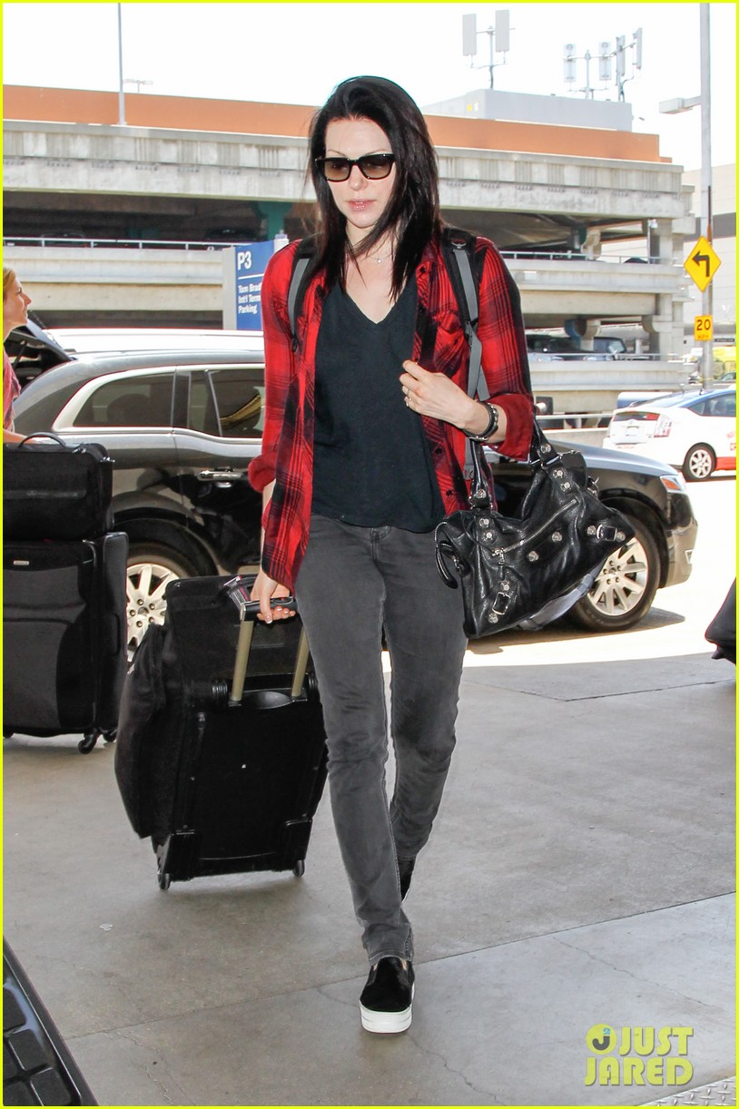 laura prepon lax after critics choice win 023140358
