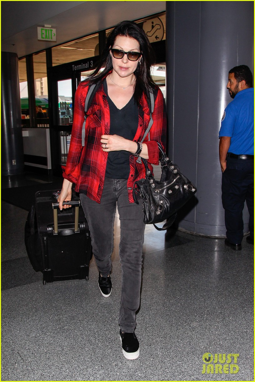 laura prepon lax after critics choice win 063140362