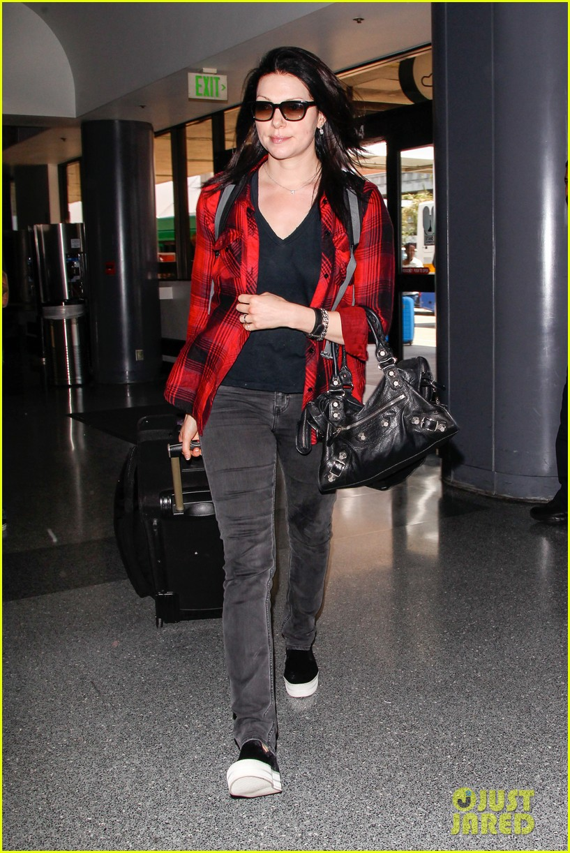 laura prepon lax after critics choice win 093140365