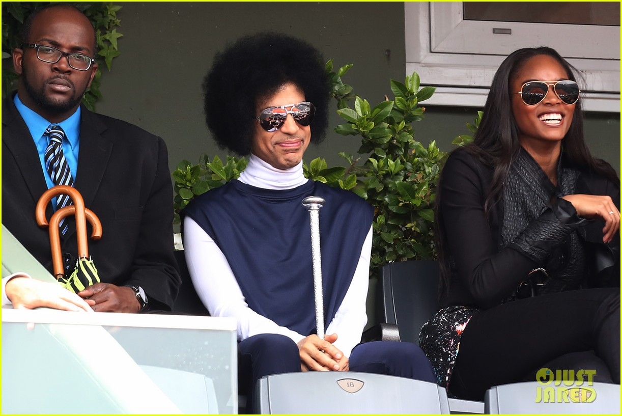 prince holds court with his sceptor at the french open 033126470