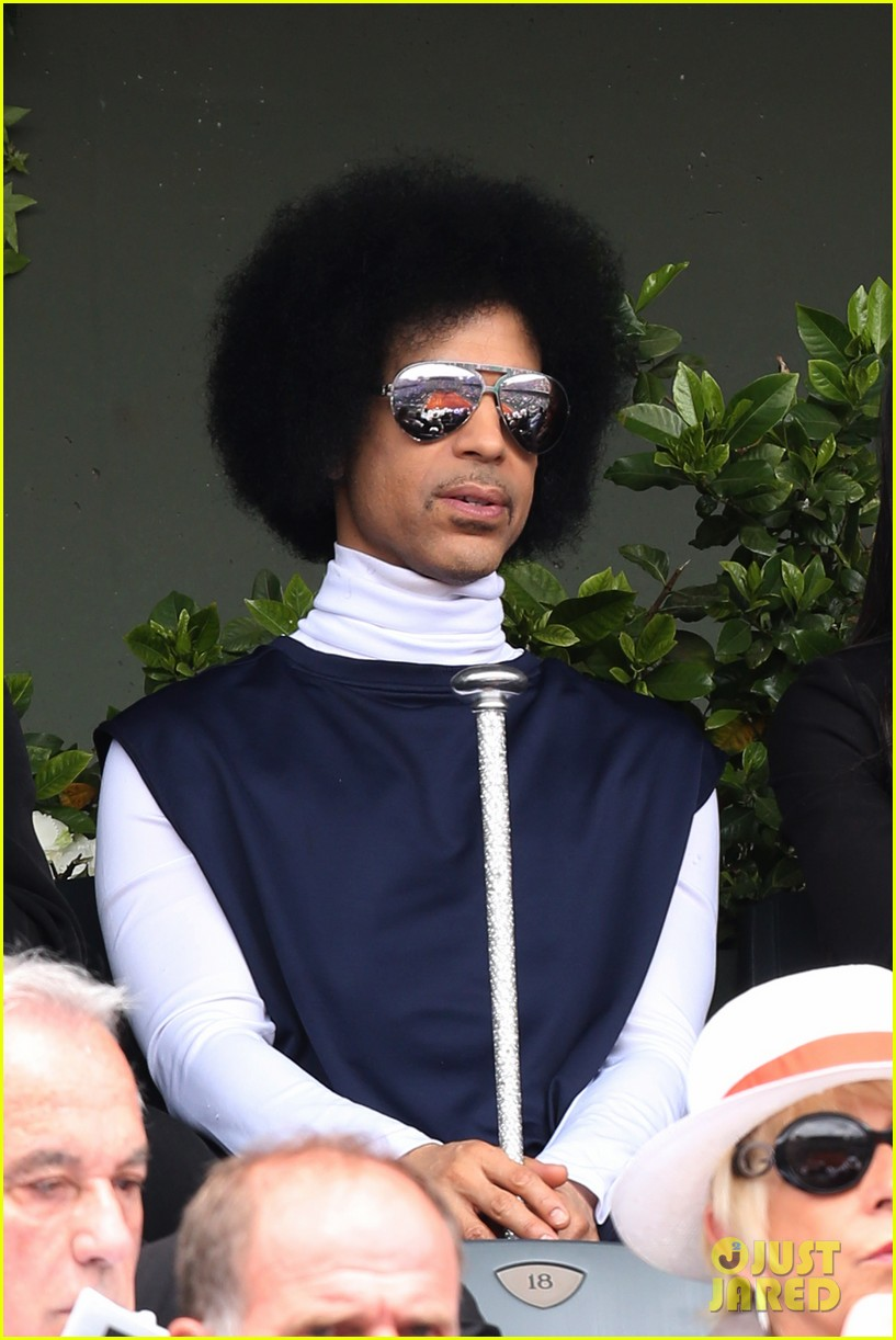 prince holds court with his sceptor at the french open 043126471