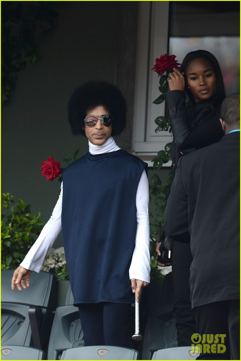 prince holds court with his sceptor at the french open 053126472