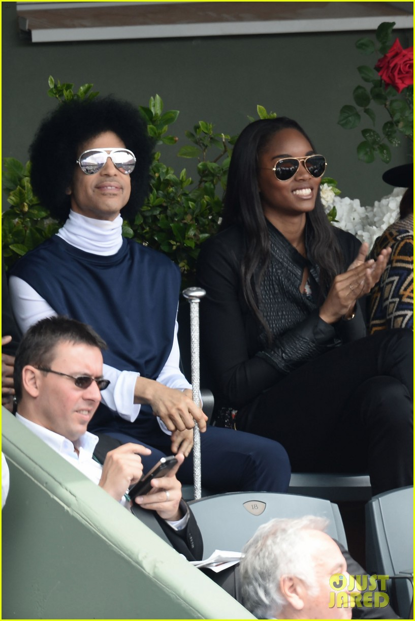 prince holds court with his sceptor at the french open 063126473