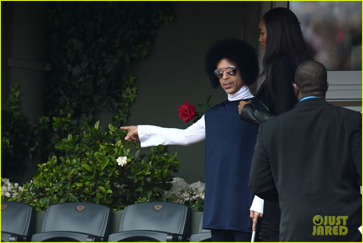 prince holds court with his sceptor at the french open 083126475